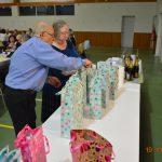 Les cadeaux aux anciens et aux doyens